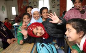★300,000円支援コース:ご支援の多くがシリア難民キャンプの授業運営に使われます