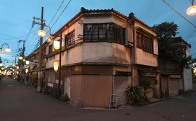 A:写真集『ある遊廓の記憶 飛田新地の廃虚が語る「在りし日」』