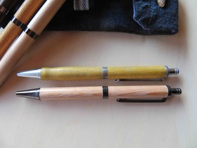 【なないろからの贈り物】地元の銘木で手作りした木製ボールペン(ペンケース付き)