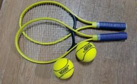 各テニス資料と手づくり用具製作資料 並びに 高品質スポンジボール 6個と小型ラケット4本を提供します
