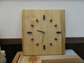 【なないろからの贈り物】大工が手作りした一点物の時計
