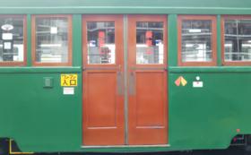 161号 貴重部品コース|モ161号の乗車口扉(両開き:2枚1組)