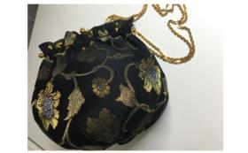 ● 牡丹唐草金欄の鞄をお届け