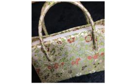 ● 早雲寺文台裂九色蔓唐草銀欄の鞄をお届け