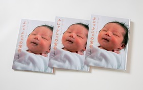 ポストカードと、写真集3冊をプレゼント。