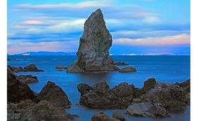私のオリジナルプリント 沼島(2)    『黄昏時の上立神岩』をお送りします。