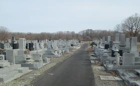 胆振東部地震で全壊した我が家のお墓です。(我が家だけが未だに全壊です)