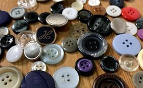 お手持ちの布製品にbotanのボタンを縫い付けます(3個まで)