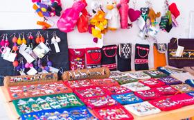 ボリビアに暮らす少数民族のフェアトレード商品も届きます!