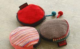 ネパール産「手織布の小銭入れ」と発売前のリップバームが届くコース