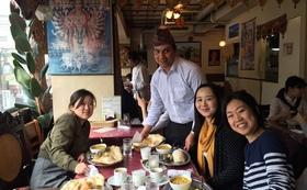 シャプラニールスタッフからプロジェクトの詳細を聞き、ネパール料理も楽しめる!コース