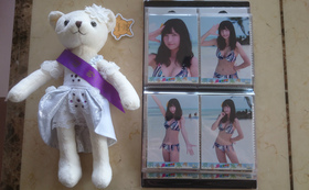 SNH48真夏のSounds good !水着写真『趙粵(チャオ・ユエ)水着生写真4枚コンプリートとSNH48第一回ファッションショー記念品テディベア(趙粵)セット