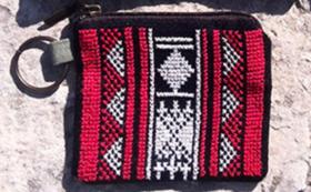 ‖参加者の女性達が心を込めて手作りしたベドイン風の刺繍入りコインケース