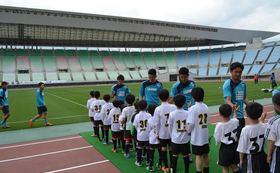 【FC大阪現役選手のサイン付き!子どもたちとお揃いのオリジナルTシャツ!】