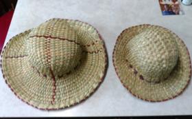 ウガンダの藁の帽子をお届け!