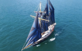 Ami号の帆を希望のデザインに