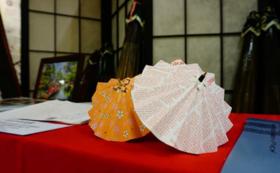和傘の魅力がつまった冊子とミニ和傘キット