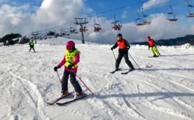 ブラインドスキーツアーに一緒に参加してサポート