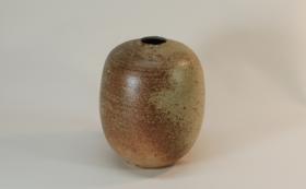 【限定1個|陶芸家ゲルト・クナッパー本人制作作品】灰釉繭形花瓶