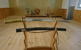 【武士道精神を体感】日本刀を構え写真撮影