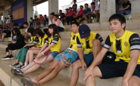 地元サッカーチームのレプリカユニフォームと試合・練習見学