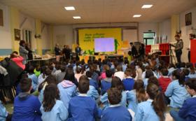 絵本「アヒルのジェイ」第1話3冊をゆかりのある学校にプレゼント